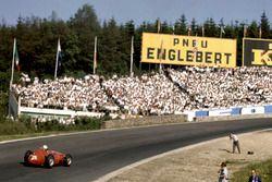 Maurice Trintignant, Maserati 250F dans Eau Rouge