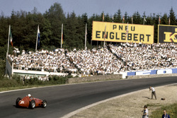 Maurice Trintignant, Maserati 250F at Eau Rouge