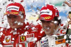 Kimi Raikkonen, Ferrari F2007 en Fernando Alonso, McLaren MP4-22 op het podium