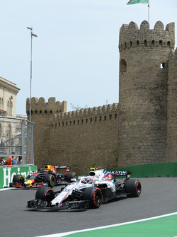 Sergey Sirotkin, Williams FW41 and Daniel Ricciardo, Red Bull Racing RB14