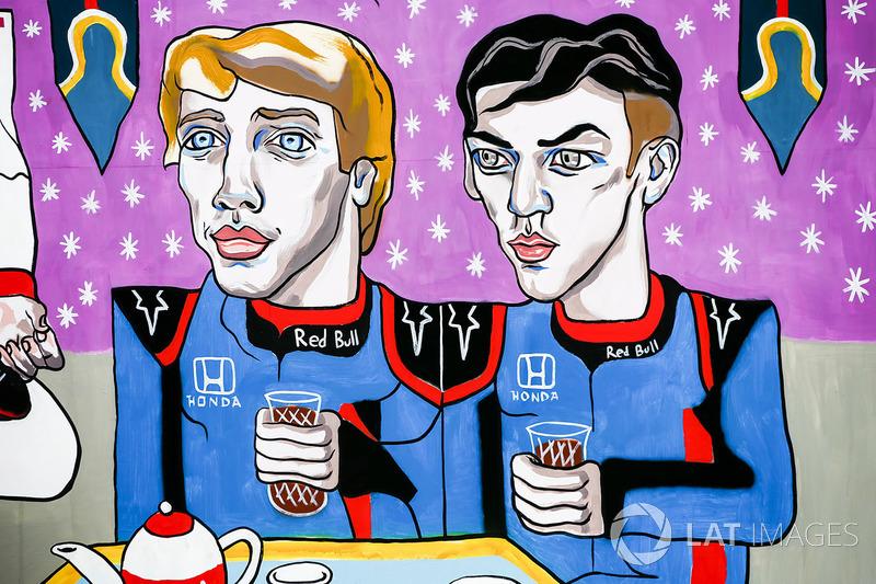 Obra que representa a Brendon Hartley, Toro Rosso y Pierre Gasly, Toro Rosso