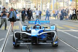 Sébastien Buemi in action in the streets of Zürich