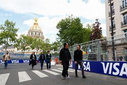 Andre Lotterer, Techeetah, fait le tour du circuit à pied