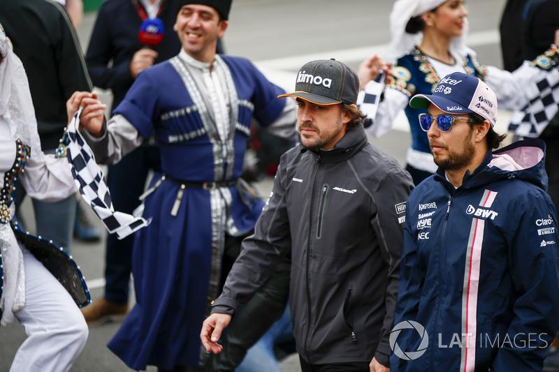 Fernando Alonso, McLaren, Sergio Perez, Force India, en el desfile de pilotos