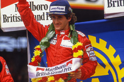 Podio: ganador de la carrera Alain Prost, McLaren