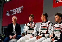 Derek Warwick, Dan Ticktum, Harrison Scott en Max Fewtrell op het podium