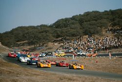 Denny Hulme, McLaren M8B Chevrolet and Bruce McLaren, McLaren M8B Chevrolet lead the field