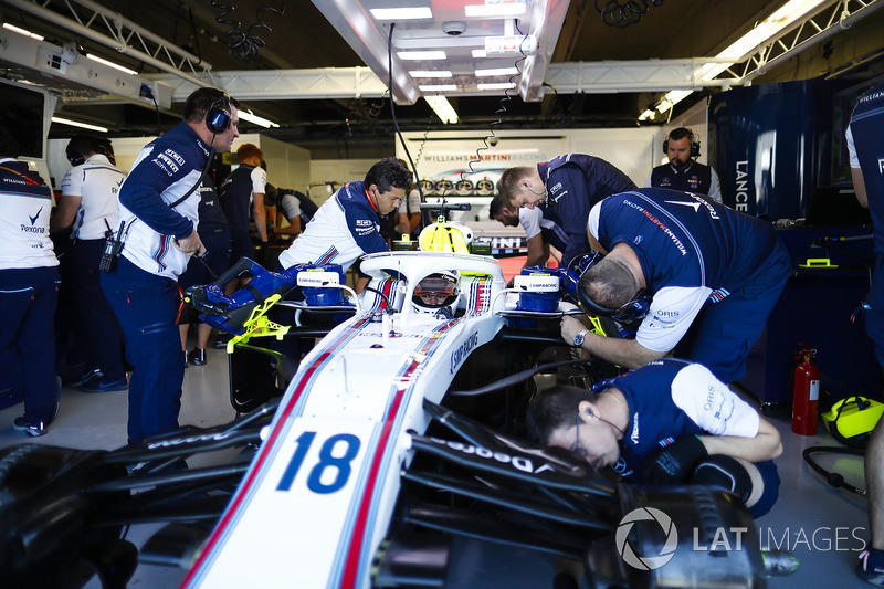 Engineers make adjustments to the car of Lance Stroll, Williams FW41