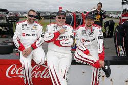 Brad Keselowski, Team Penske, Ford Fusion Wurth crew members