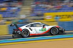 #93 Porsche GT Team Porsche 911 RSR: Патрік Пілет, Нік Тенді, Ерл Бембер