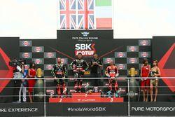 Podio: ganador de la carrera Jonathan Rea, Kawasaki Racing, segundo lugar Tom Sykes, Kawasaki Racing,tercer lugar Marco Melandri, Aruba.it Racing-Ducati SBK Team