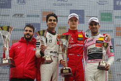 Podium: Race winner Ralf Aron, PREMA Theodore Racing Dallara F317 - Mercedes-Benz, second place Enaam Ahmed, Hitech Bullfrog GP Dallara F317 - Mercedes-Benz, third place Jehan Daruvala, Carlin Dallara F317 - Volkswagen