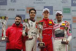Podyum: Yarış galibi Ralf Aron, PREMA Theodore Racing Dallara F317 - Mercedes-Benz, 2. Enaam Ahmed, Hitech Bullfrog GP Dallara F317 - Mercedes-Benz, 3. Jehan Daruvala, Carlin Dallara F317 - Volkswagen