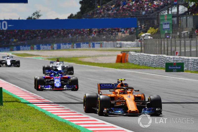 Stoffel Vandoorne, McLaren MCL33 alla partenza della gara