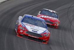 Joey Logano, Team Penske, Ford Fusion AAA Insurance and Kurt Busch, Stewart-Haas Racing, Ford Fusion Haas Automation