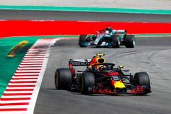 Max Verstappen, Red Bull Racing RB14, Lewis Hamilton, Mercedes AMG F1 W09