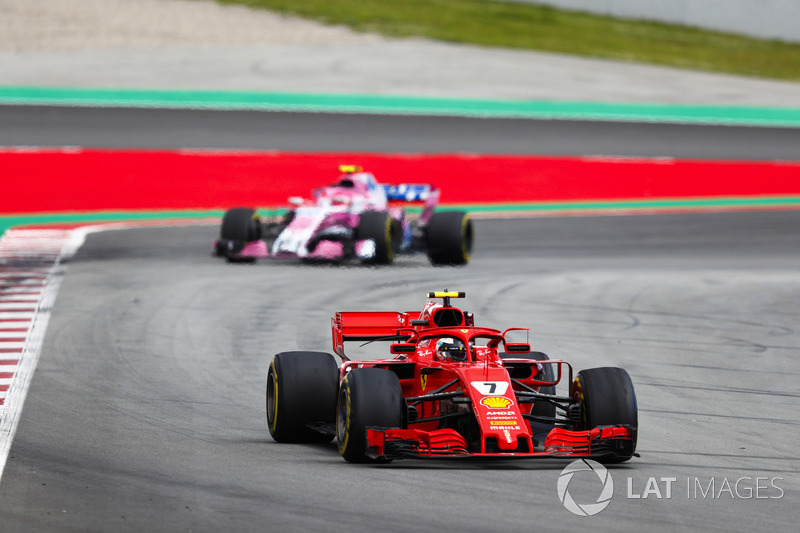 Kimi Raikkonen, Ferrari SF71H, Esteban Ocon, Force India VJM11