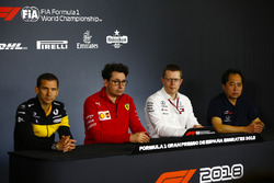 Remi Taffin, dyrektor operacyjny, Renault Sport F1, Mattia Binotto, dyrektor techniczny, Ferrari