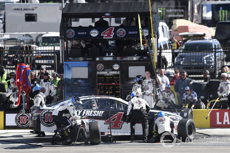 Kevin Harvick, Stewart-Haas Racing, Ford Fusion Jimmy John's, makes a pit stop