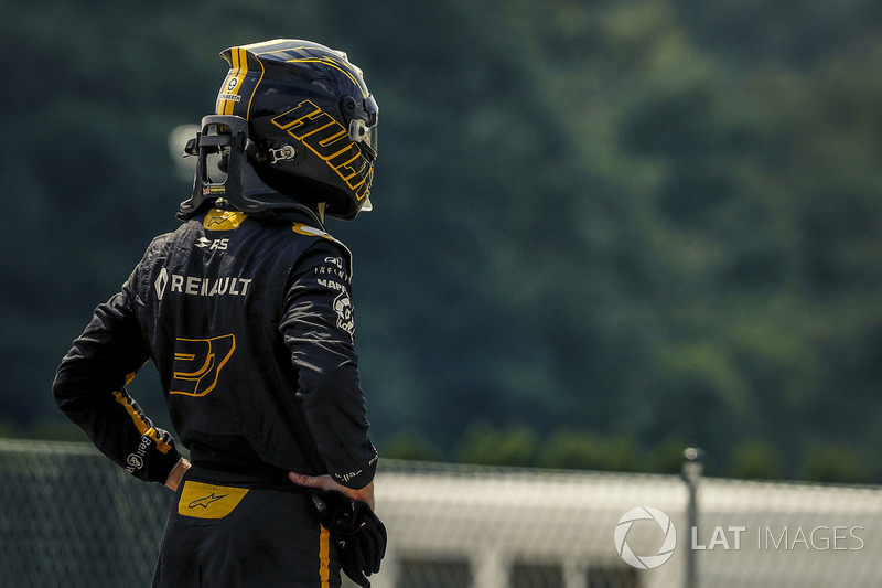 Nico Hulkenberg, Renault Sport F1 Team stopped on track