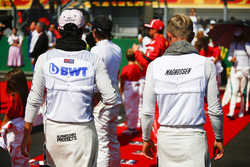 Sergio Perez, Force India, and Kevin Magnussen, Haas F1 Team, on the grid