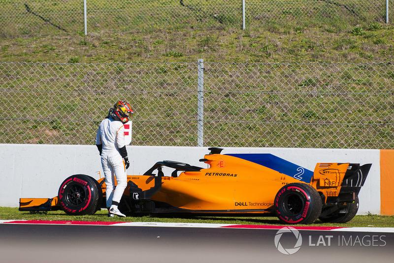 Stoffel Vandoorne, McLaren MCL33, varado en la pista