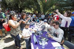 Sam Bird, DS Virgin Racing, Alex Lynn, DS Virgin Racing, DS Virgin DSV-0Nelson Piquet Jr., Jaguar Racing. alla sessione autografi