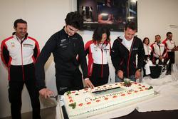 Alessio Rovera e il team Tsunami RT festaggiano la vittoria alla Porsche Carrera Cup 2017