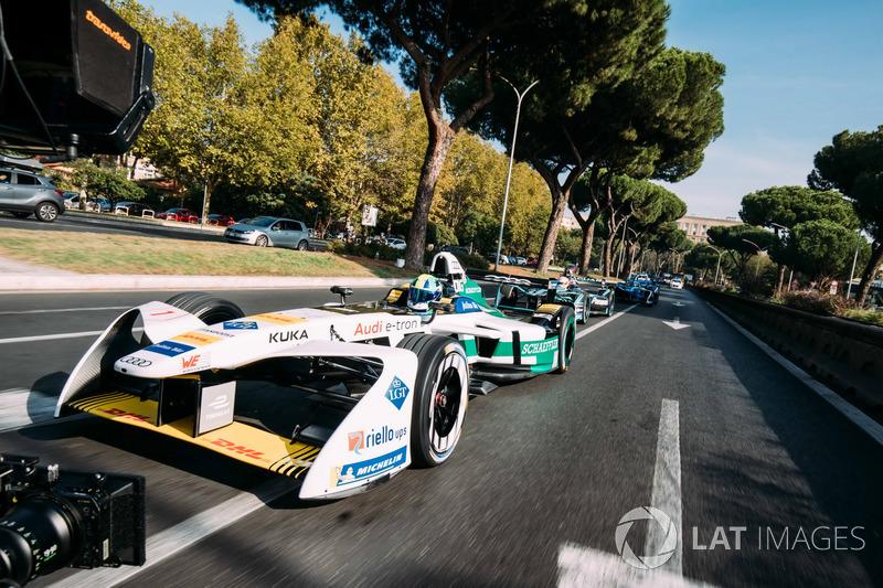 Lucas di Grassi, Audi Sport ABT Schaeffler leads Nelson Piquet Jr., Jaguar Racing