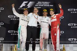 Podium: second place and new World Champion Nico Rosberg, Mercedes AMG, Tony Ross, Race Engineer, Mercedes AMG, Race winner Lewis Hamilton, Mercedes AMG, third place Sebastian Vettel, Ferrari