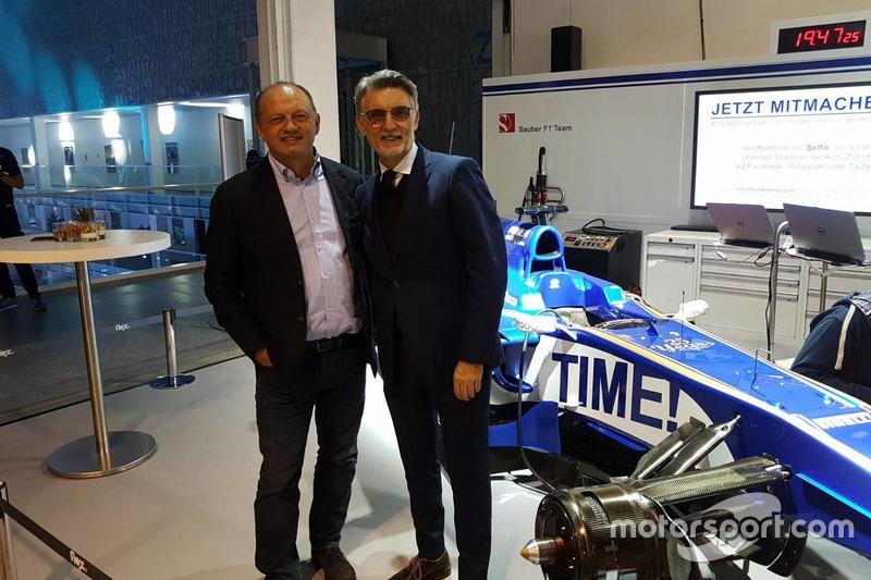 Fréderic Vasseur, chef d'équipe Sauber F1 et CEO, avec Lorenzo Senna, Motorsport.com Switzerland Country Leader