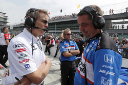 Graham Rahal, Rahal Letterman Lanigan Racing Honda team manager Ricardo Nault en engineer