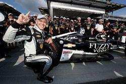 Verizon P1 Pole Award winner Ed Carpenter, Ed Carpenter Racing Chevrolet celebrates the P1 award