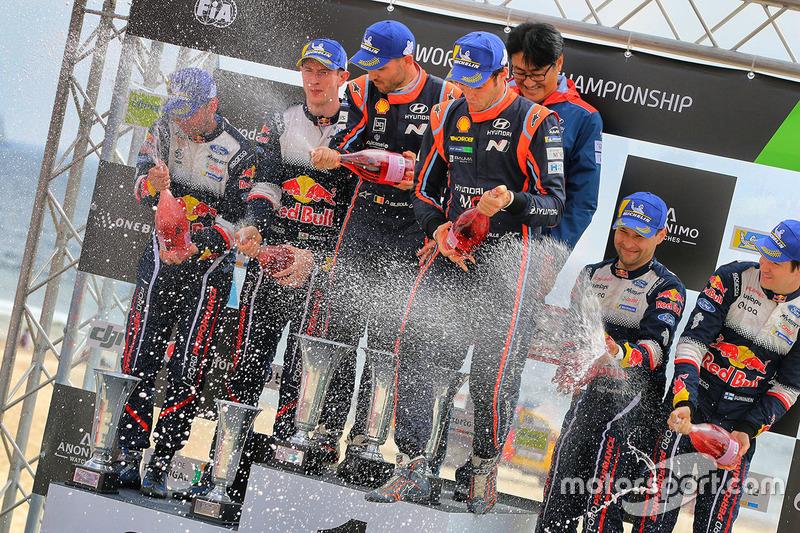 Podium: winners Thierry Neuville, Nicolas Gilsoul, Hyundai Motorsport, second place Elfyn Evans, Daniel Barritt, M-Sport, third place Teemu Suninen, Mikko Markkula, M-Sport Ford