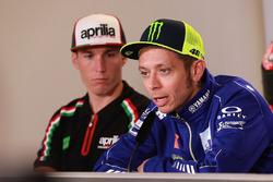 Алеш Эспаргаро, Aprilia Racing Team Gresini, и Валентино Росси, Yamaha Factory Racing