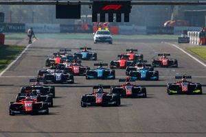 Joey Mawson, Arden International leads Jake Hughes, ART Grand Prix, and the rest of the field at the start of the race