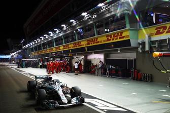 Valtteri Bottas, Mercedes AMG F1 W09 EQ Power+, makes a pit stop