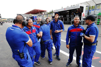 Team celebrate the Pole position of David Beckmann, Trident