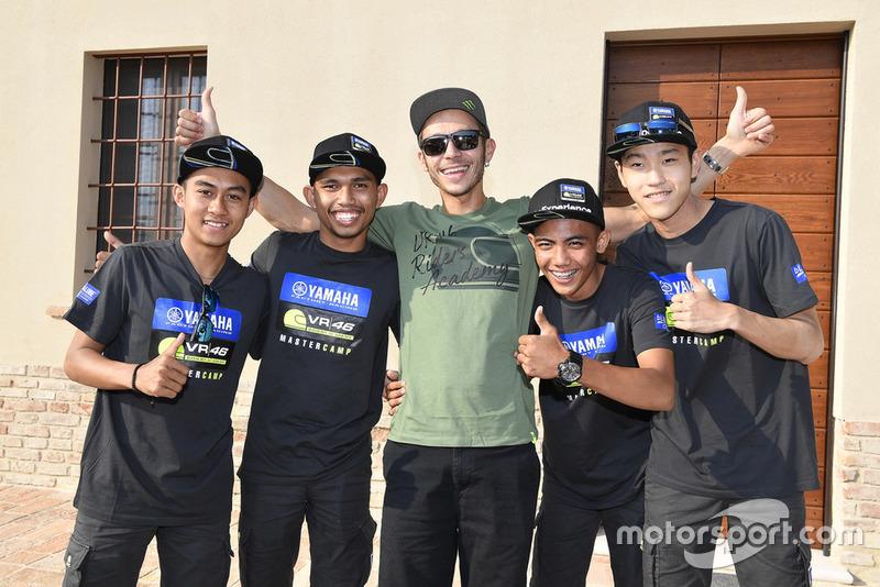 Para peserta Yamaha VR46 Master Camp edisi keenam dan Valentino Rossi