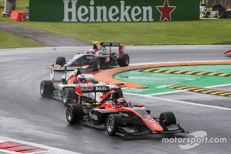 Laaksonen, ici à l'attaque sur Mazepin, a réalisé sa plus belle performance en GP3