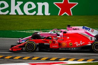 Sebastian Vettel, Ferrari SF71H, met Sergio Perez, Racing Point Force India VJM11