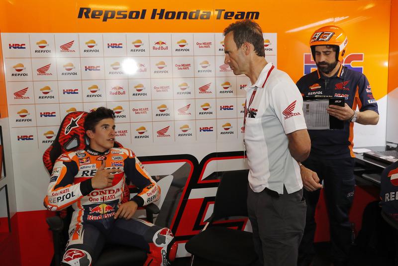Marc Marquez, Repsol Honda Team, mit Alberto Puig und Santi Hernandez