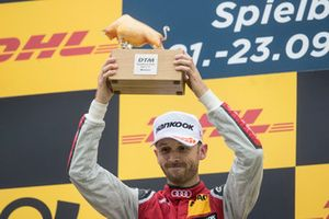 Podio: ganador de la carrera René Rast, Audi Sport Team Rosberg