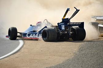Vintage F1 crash
