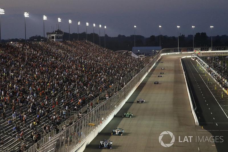 Takuma Sato, Rahal Letterman Lanigan Racing Honda, Gabby Chaves, Harding Racing Chevrolet
