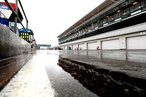 La piste mouillée de Silverstone
