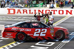 Brad Keselowski, Team Penske, Ford Mustang Snap-On celebrates his win