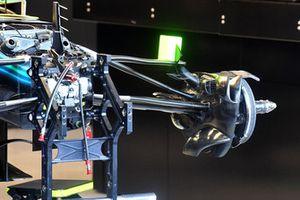 Suspensión delantera y cubo del neumático del Mercedes AMG F1 W09