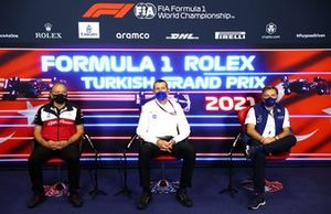 Frederic Vasseur, team principal, Alfa Romeo Racing, Guenther Steiner, team principal, Haas F1, et Jost Capito, PDG, Williams, en conférence de presse