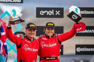 Laia Sanz, Carlos Sainz, Sainz XE Team with trophy